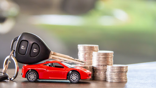 Close up of toy car and car keys for bad credit car loans toronto
