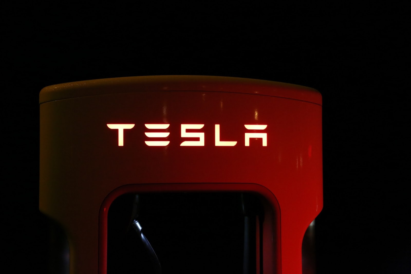 Tesla offers access to its Supercharger network